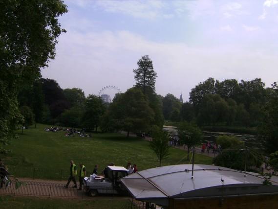 st james park london, london parks, london england parks, central london green space, adventure travel, fun travel, peanuts or pretzels travel blog