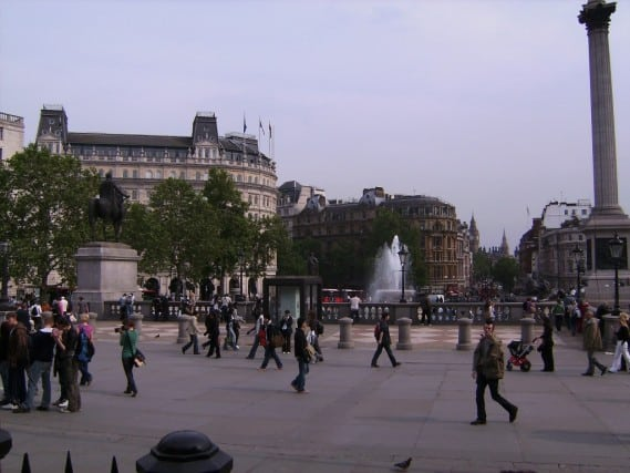 trafalgar square, london england, england europe, central london square, walking around london, fun travel, adventure travel, peanuts or pretzels travel blog