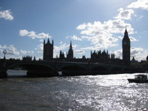 houses of parliament, thames river view, big ben view, thames and big ben, parliament in london, where is big ben, adventure travel, fun travel, peanuts or pretzels travel blog