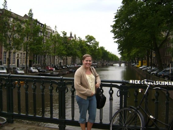 solo travel, solo traveler, solo female travel, females traveling alone, female solo travel, travel to amsterdam alone, backpacking europe, backpacking in London, fun travel, adventure travel, peanuts or pretzels travel blog