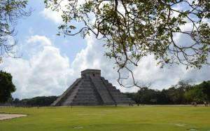 Chichen Itza, ruins, Mexico, Mexico Vacation, Yucatan, Yucatan Vacation, Mayaland Resort, Hemingway, Resort, Vendors, Observation, Vacations in Mexico, history, travel, travel blogger, Peanuts or Pretzels, Josh, Liz, Adventure