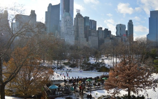 ice skating in new york, ice skating in central park, winter activities in new york city, winter activities in central park, christmas in new york, holidays in new york