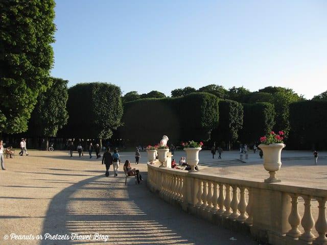 paris parks, things to do in paris, take a walk in paris, romance in paris, travel blog, peanuts or pretzels