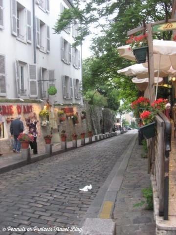 montemarte, paris neighborhoods, places to visit in paris, things to do in paris, travel blog, peanuts or pretzels, romance in paris