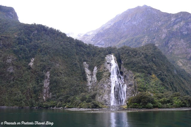 milford sound, milford sound new zealand, things to do in new zealand, cruise milford sound, milford sound waterfalls