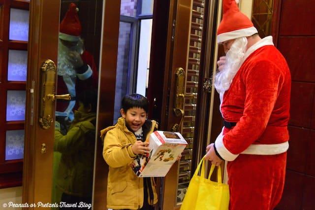 Christmas in china, santa claus in china