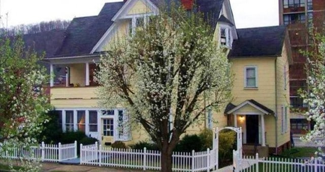 hatfield mccoy house inn