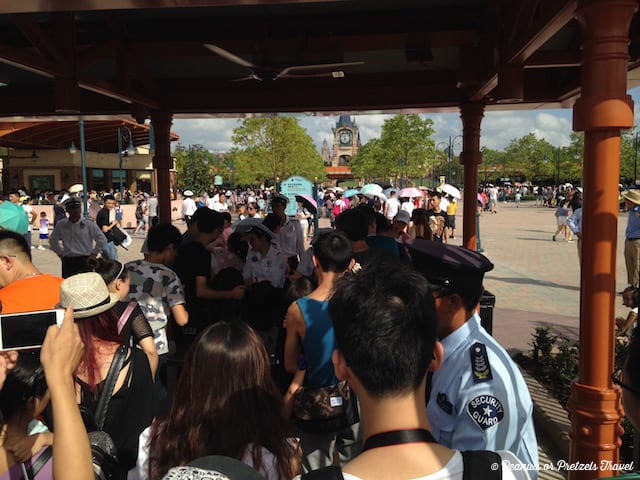 security-at-gate-at-shanghai-disney