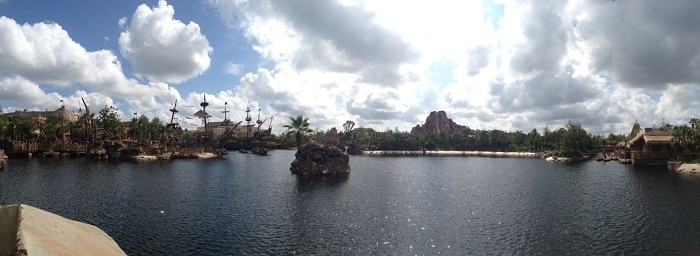shanghai-disney-adventure-island-and-pirates-cove