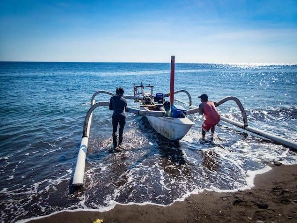 outrigger boat Amed beach, diving bali